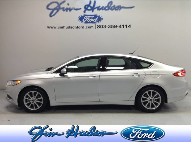 Pre-Owned 2017 Ford Fusion SE CERTIFIED PRE OWNED LOW MILES